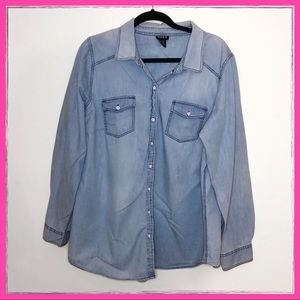 Torrid Taylor light wash denim button up shirt